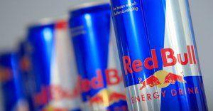 """Red Bull """"non mette le ali"""": l'azienda paga 13 milioni di dollari per pubblicità ingannevole"""