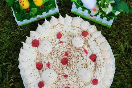 Pavlova aux framboises du jardin et chantilly vanillée