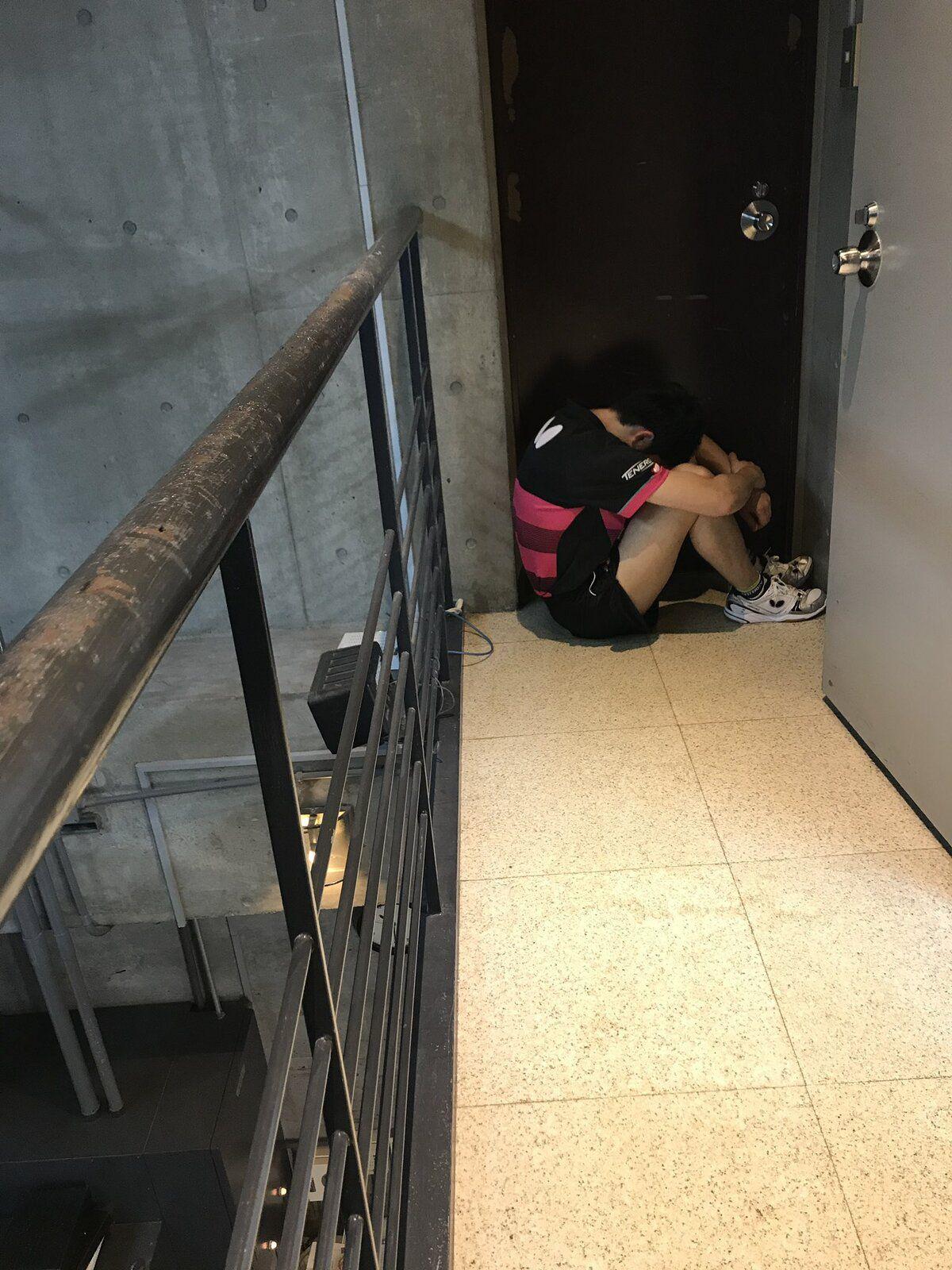 Après une grosse déconvenue, tu veux t'isoler, te cacher, tu ne penses qu'à rentrer sous terre, et il y a toujours quelqu'un pour te prendre en photo