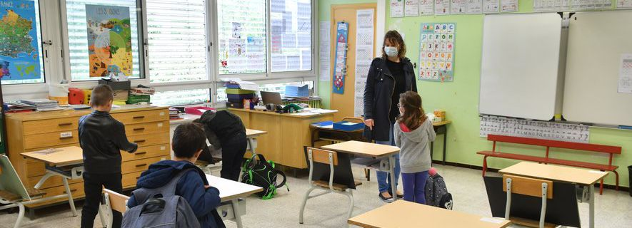 """Coronavirus : la fermeture des écoles pendant 4 semaines """"indispensable"""" selon des médecins scolaires"""