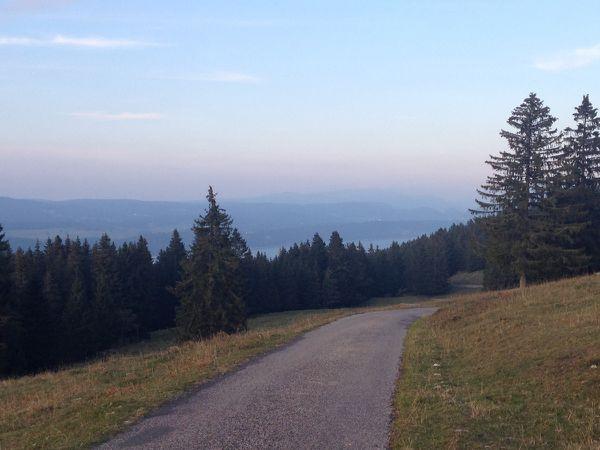 On redescend tranquillement et le lac apparaît à nouveau !