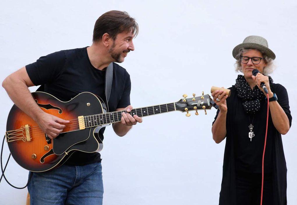 Veitshöchheimer Sommerkonzerte: Nach Volksmusik, arabischen Klängen und Klezmer-Musik faszinierten Carola Thieme und Jochen Volpert  mit Jazz- und Blues-Rhythmen