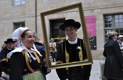 Saurez-vous encore reconnaître costumes bretons, cercles et bagadoù ?