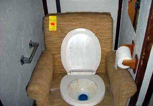 Pipi-caca ....dans des WC originaux !
