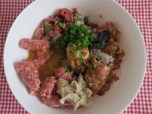 Boulettes de bœuf, porc et veau en sauce au vin rouge
