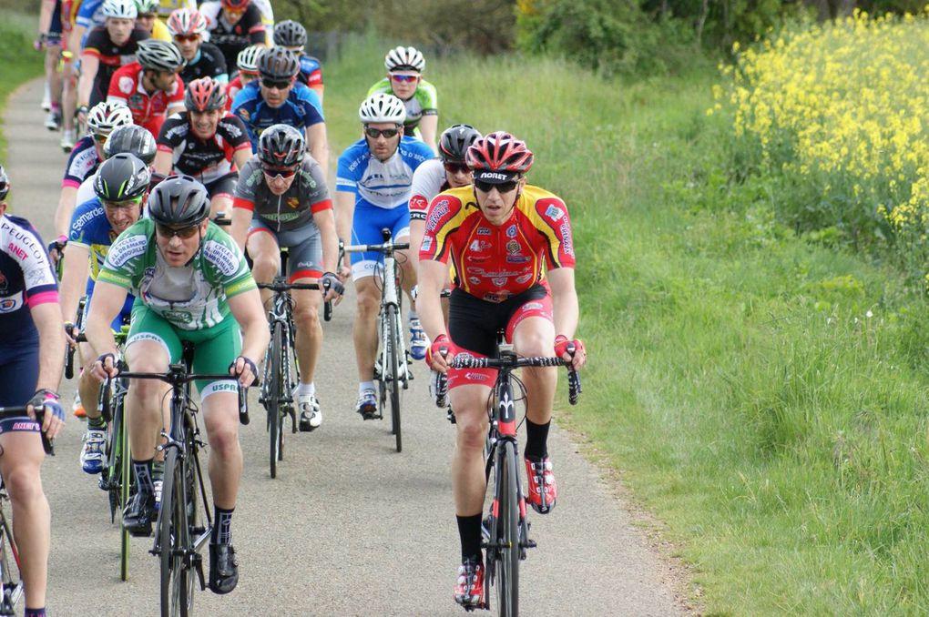 Album photos de la course FSGT 1, 2 et 3 de St Lubin des Joncherets avec la victoire d'Eric Benner (Anet VC)