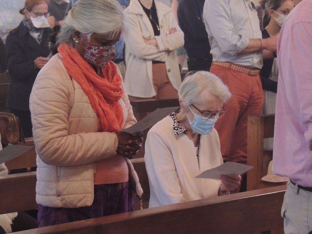 Messe de la Fête de la Sainte Trinité. Première communion de Eléonore POSADAS et Baptême de Enora COSTA.