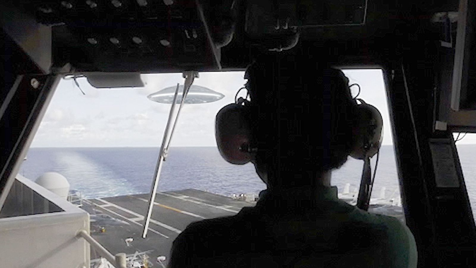 👽 UFO Landing on Aircraft Carrier USS Ronald Reagan in South China Sea