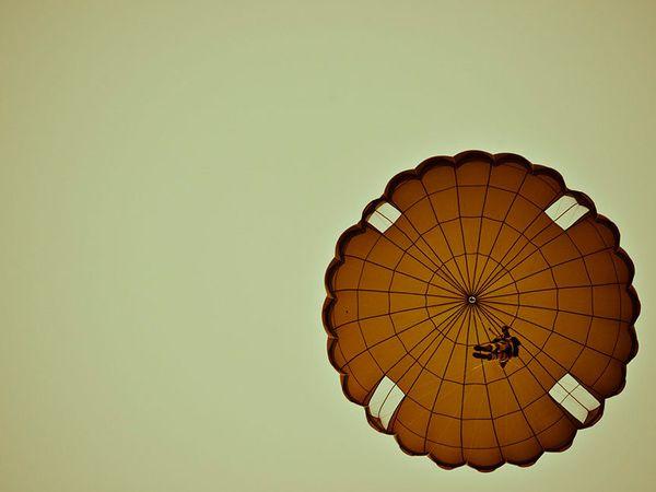 FFDj : DIO parachutiste au profit d'élèves officiers djiboutiens