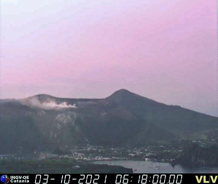 Vulcano - fumerolles dans le cratère de La Fossa le 03.10.2021 - webcam INGV OE