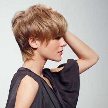 progressivement les cheveux recouvrent les oreilles! attention retoucher régulièrement la nuque!!!