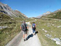 Vers le refuge du Roc de la Pêche. Le sentier vers Montaimont qui passe par la gorge où coule le Doron de Chavière.