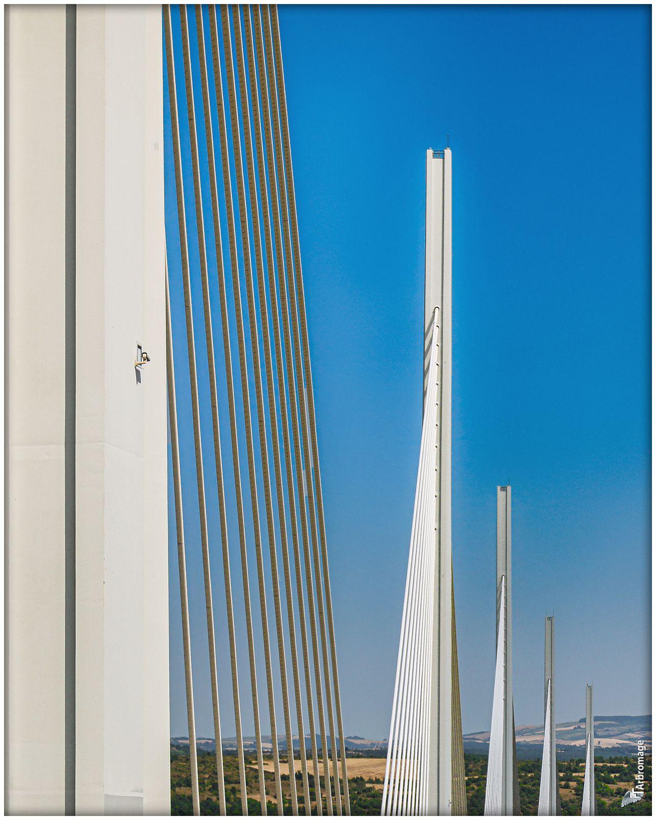 Les géants du viaduc de Millau