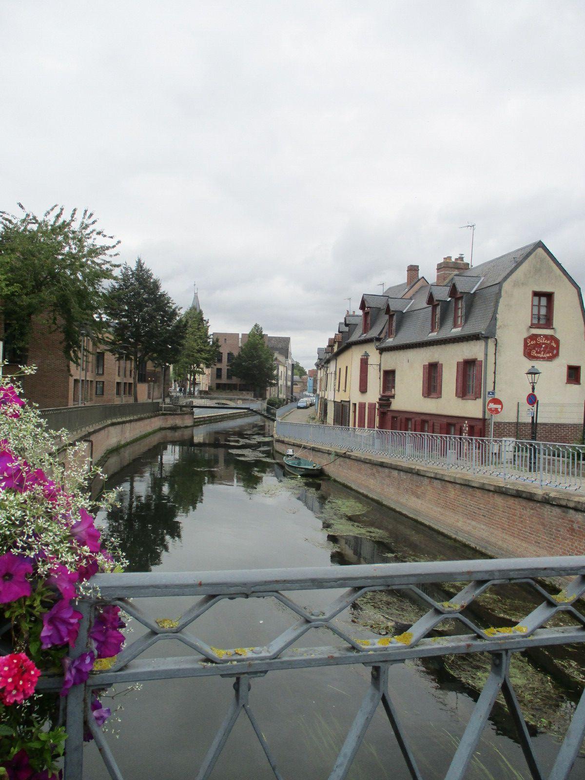 Amiens - Dans la rue