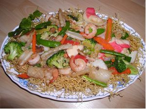 Une recette de Nhung : le Mì Xaò Tôm và Gà (Nouilles sautées vietnamiennes au poulet).