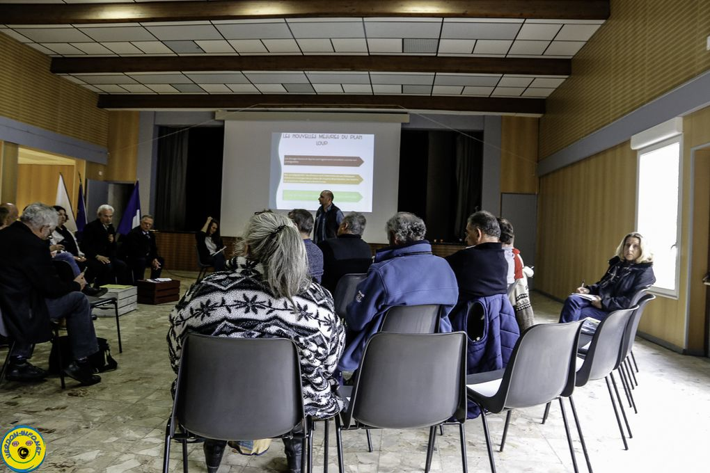 Photos salle polyvalente de Castellane lors de la rencontre débat le 16 avril