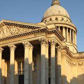 Un tapis bleu, des chansons... les symboles de la cérémonie d'entrée de Simone Veil au Panthéon