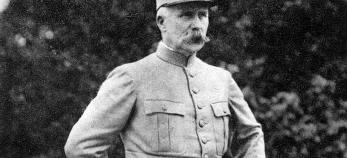 Maréchal Pétain : 70 ans après sa mort, héros ou traître à la Nation ?