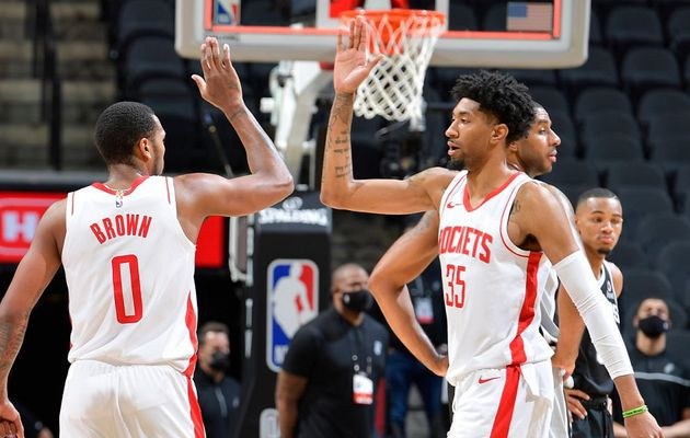 Christian Wood guide les Rockets dans le derby texan avec double-double (27 points et 15 rebonds)