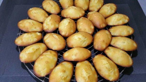 madeleines à la poire et zestes de citron