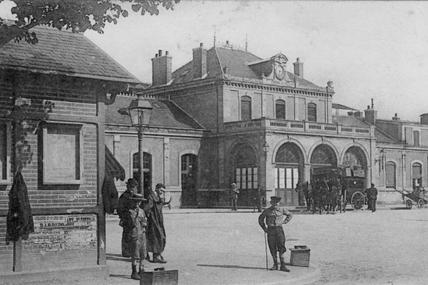 Juin 1905 : une bien curieuse femme arrêtée en gare de Moulins