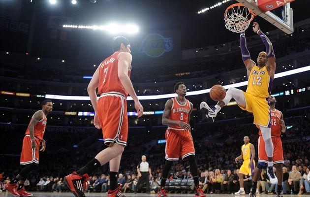 Les Lakers sortent la tête du trou en battant Milwaukee