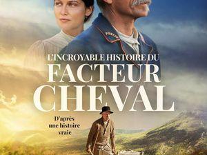 """L'affiche du film - La famille Cheval (3 générations) devant """"Le palais Idéal"""" / (Cliquer sur chaque vue)"""