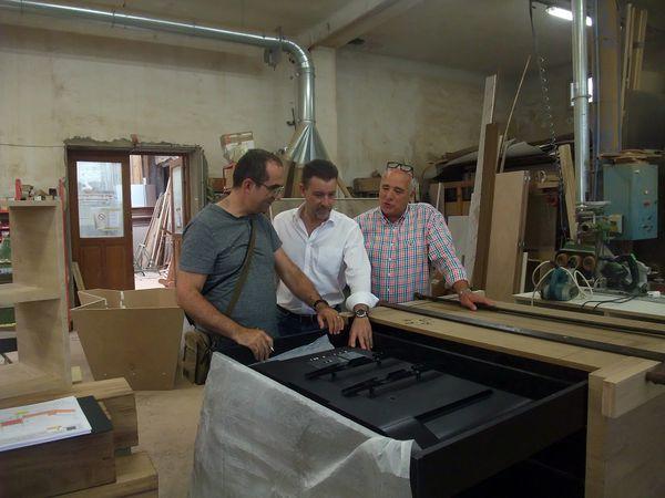 Le mobilier de la Maison du Lac est en cours de fabrication - Visite de l'atelier menuiserie.