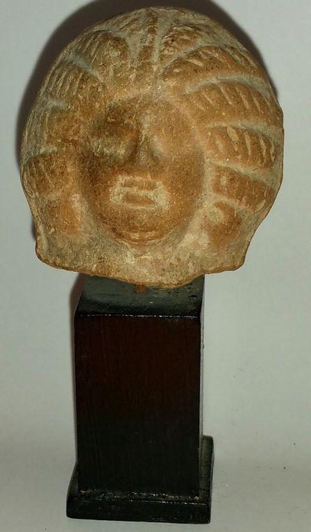 Tête de femme en terre cuite -  Egypte II ème siècleaprès J.C.o