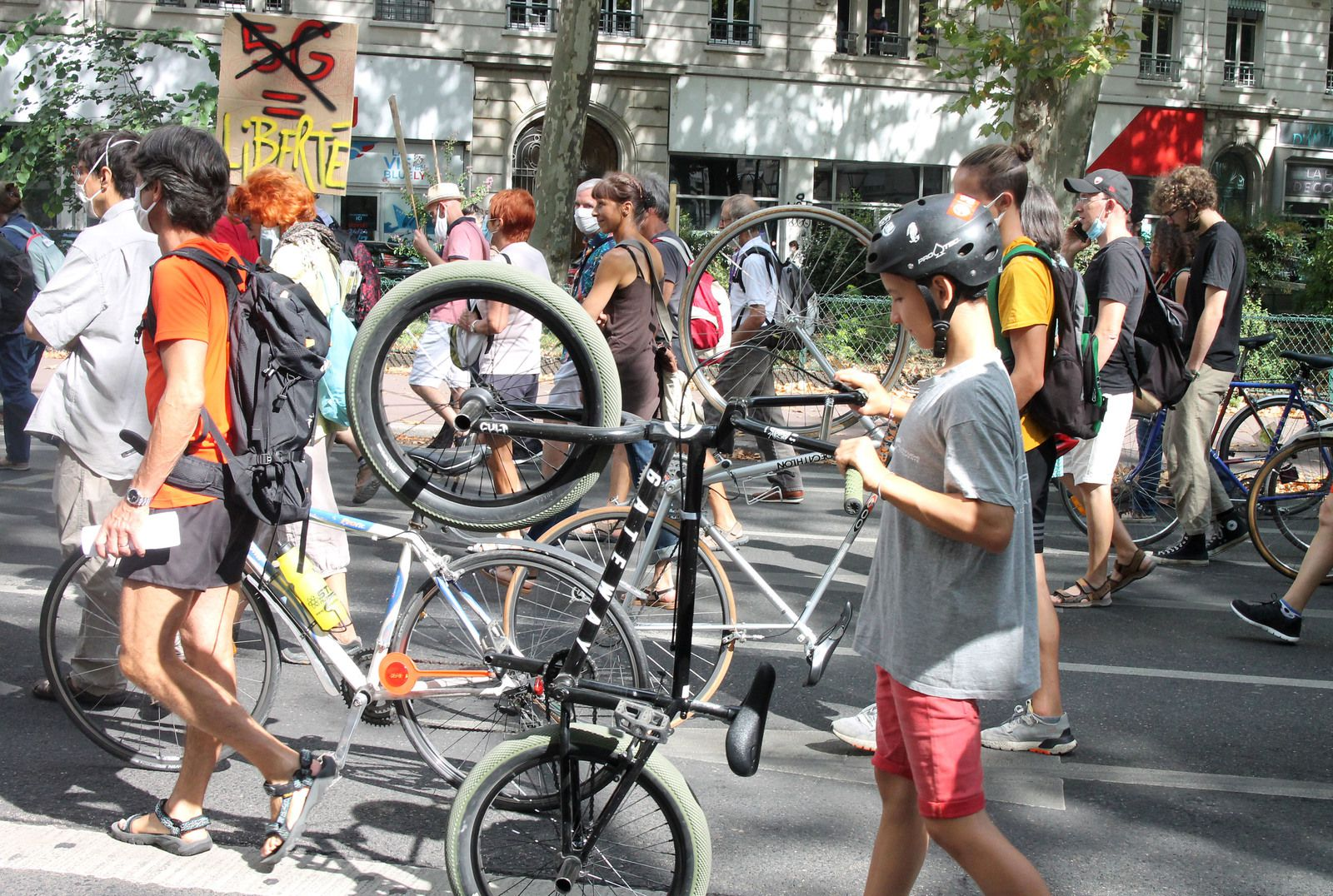 Manifestation contre la 5G et son monde, le 19 septembre 2020 à Lyon