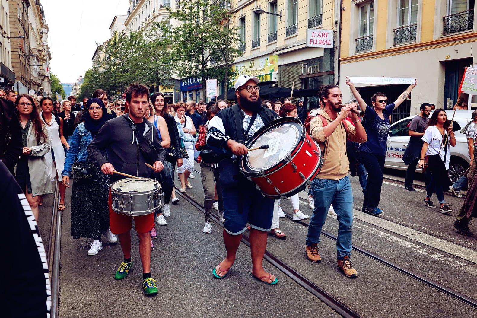 Plusieurs milliers de manifestants samedi 31 juillet 2021 à St-Étienne contre le passe sanitaire.
