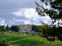 Un florilège du Chianti, avec des paysages et des couleurs, une maison de maître qui témoigne des fastes de cette région, des petits villages plein de fierté et une allégorie marrante sur le déterminisme.....hein ?
