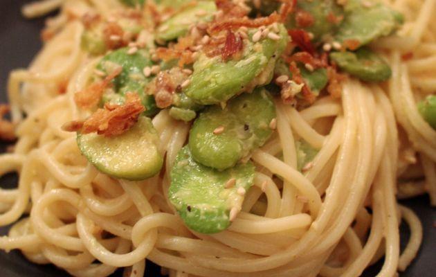 Spaghettis aux fèves, lait de coco et curry