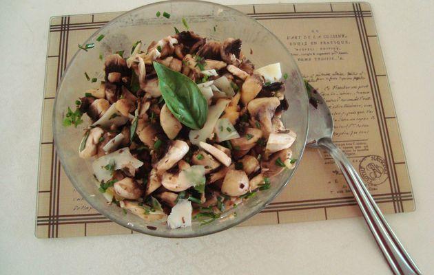 Salade de champignons aux herbes