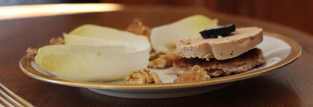 Foie gras et sa salade d'endives à l'huile de truffe
