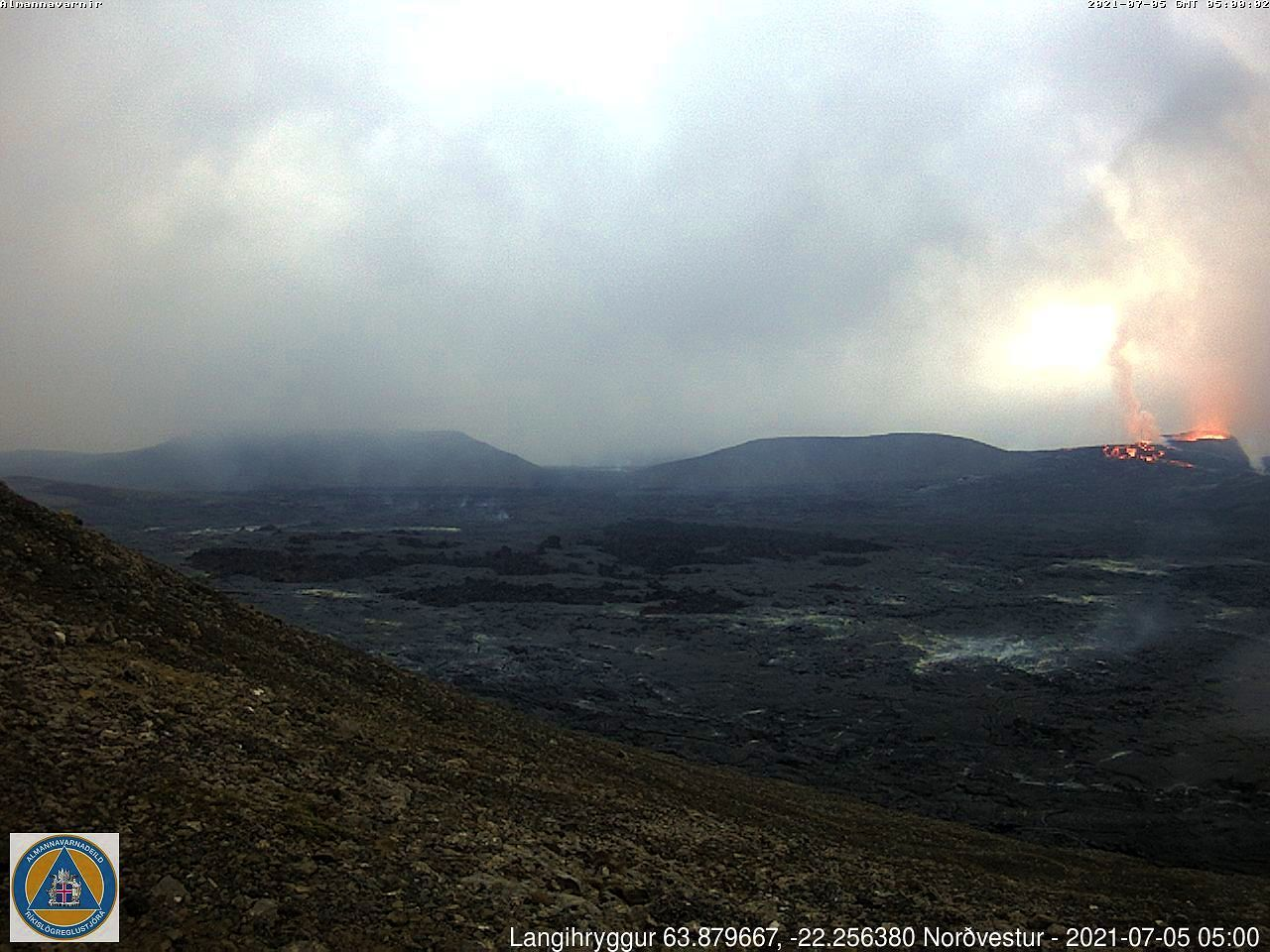 Fagradalsfjall - a clearing in the fog - webcam langihryggur NV 05.07.2021 / 05h00
