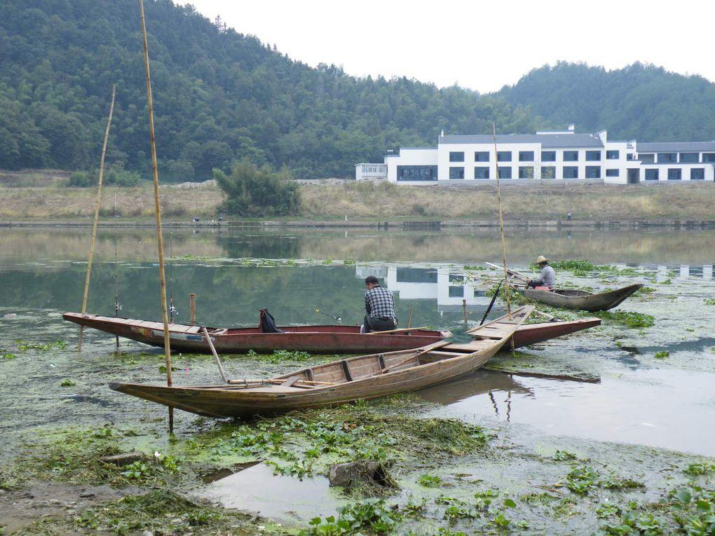De nombreux pêcheurs sillonnent la rivière