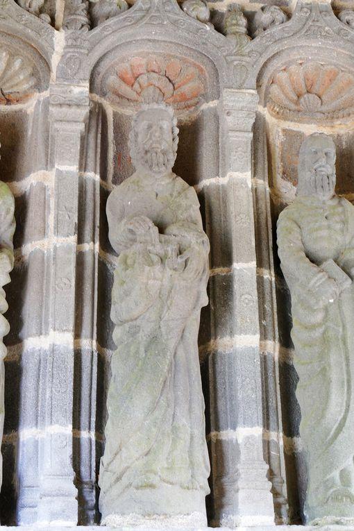 Les six apôtres de la gauche du porche, ancienne abbatiale de Daoulas, photographie lavieb-aile juin 2017.