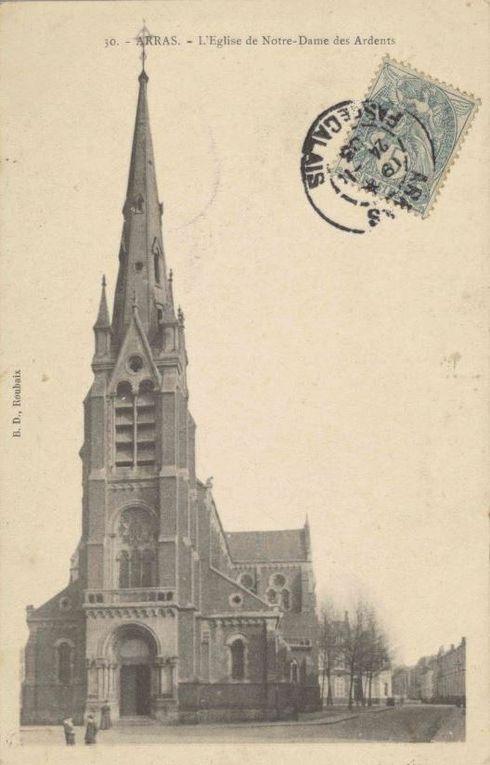 L'église Notre-Dame-des-Ardents avant la guerre. (source : archives départementales du Pas-de-Calais, collection Georges Bacot)