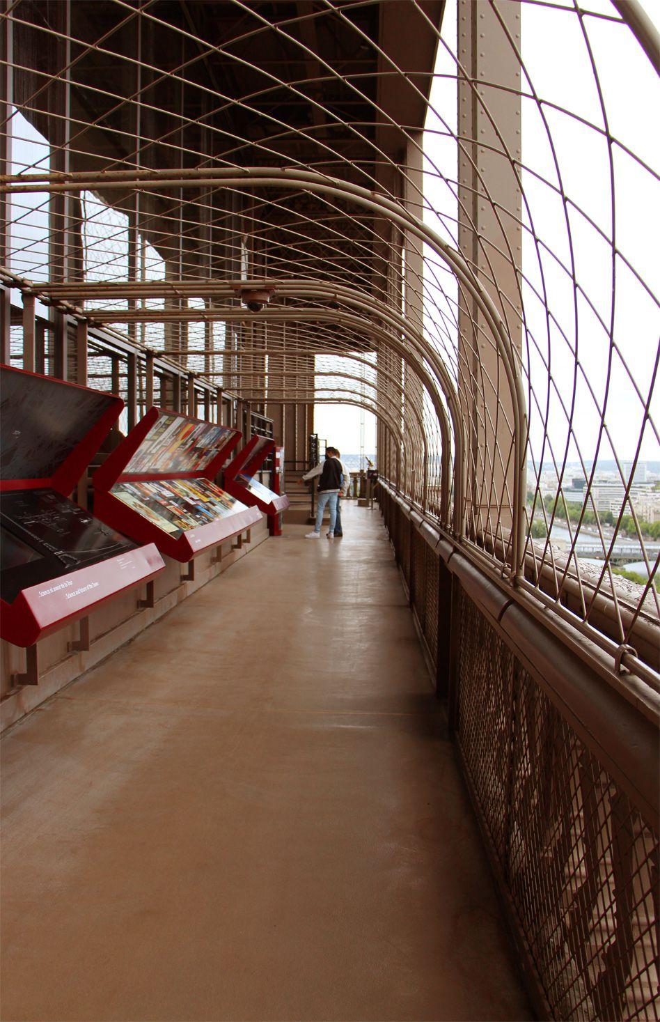 Tour Eiffel 1er étage exposition