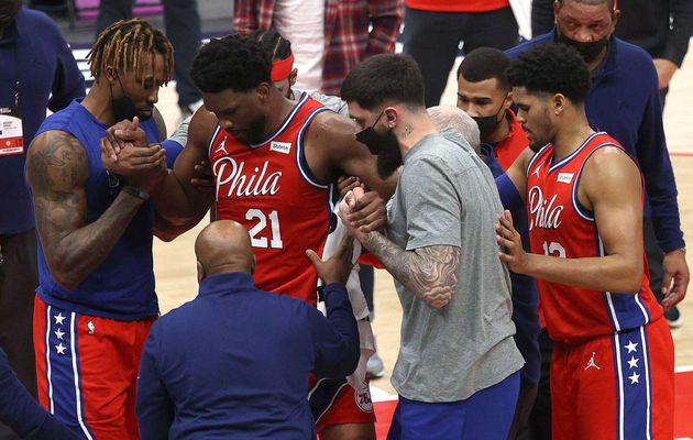 Philadelphie gagne face à Washington mais s'inquiète pour Joel Embiid, blessé au genou gauche