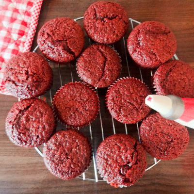 Red Velvet Canada Day Cupcakes!