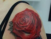 tatouage-rose-epaule