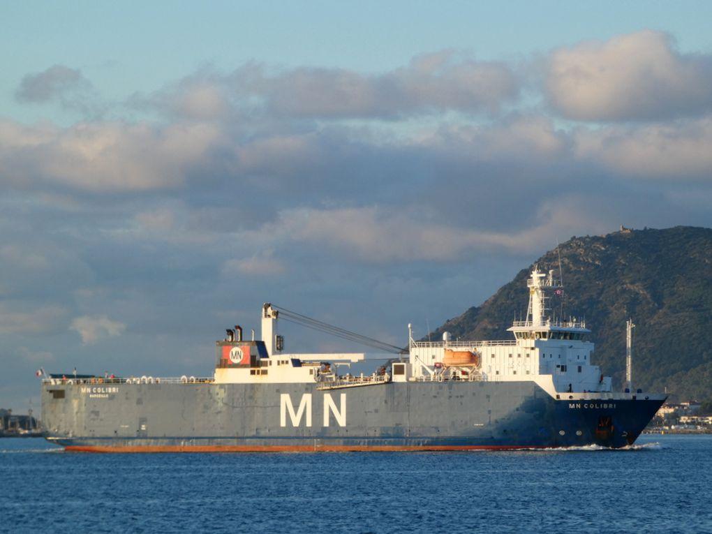 MN COLIBRI arrivant en petite rade de Toulon et se dirigeant vers les appontements de la base navale le 06 décembre 2020