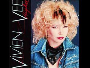 """vivien vee, elle enregistre son premier lp en 1979 et l'avènement vient avec son troisième album """"higher/blue disease"""""""