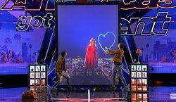 illusion digitale avec les French Twins Tony & Jordan à America Got Talent - Videos