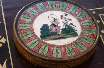 boite à bonbons, fixé sous verre, le jeu de la corde à sauter, vers 1830