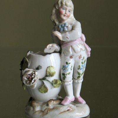 Petit marquis en porcelaine.