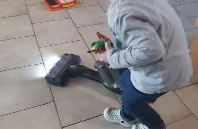Petit aspirateur pour petit bonhomme...