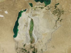 Niveau de la mer d'Aral en 2011 et 2012 - photos : Nasa
